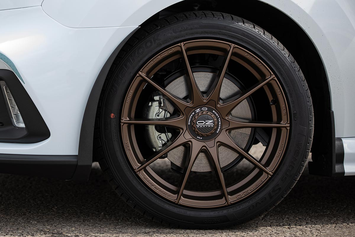 18-inch OZ Racing alloy wheels and Michelin tyres